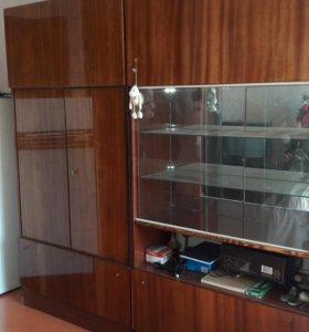 Стенка полированная и Плательный шкаф
