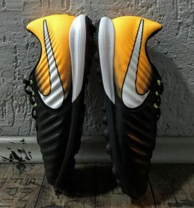 Новые бутсы(шиповки/сороконожки) Nike