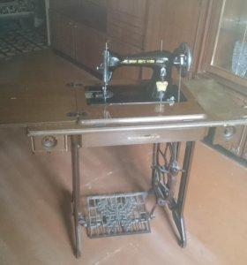 Швейная машина с ножным механическим приводом
