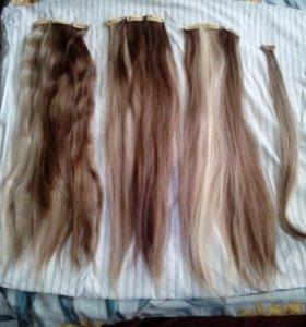 Волосы и хвост на заколках...