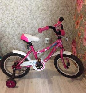 Подаётся детский велосипед