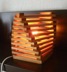 Настольный светильник из дерева Твист