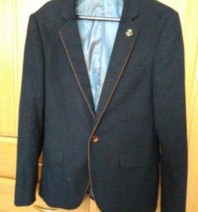Хороший, стильный пиджак