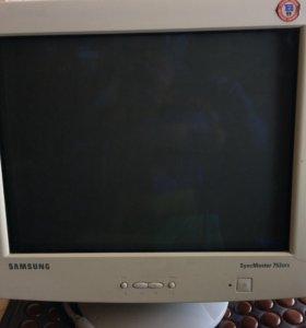 Монитор Samsung в рабочем состоянии