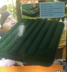 Матрас надувной с встроенным насосом