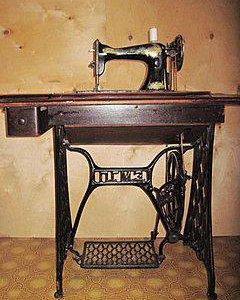 Продам ножную швейную машинку ПГМЗ