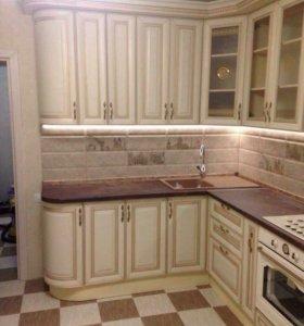 Кухонный гарнитур из массива дуба ( цвет: крем с з