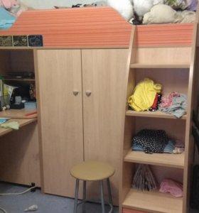 Кровать чердак с рабочей зоной и шкафами
