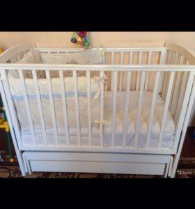 Детская кроватка с матрасом + бортики + наматрасни