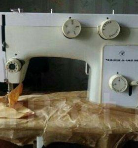 Швейная машина Чайка 142 м с тумбой и электроприв.