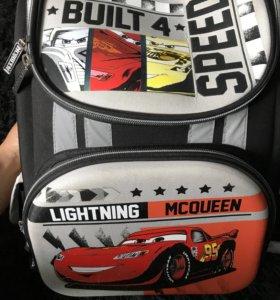 Школьный рюкзак , состояние идеальное .