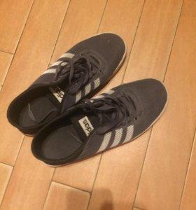 Продаю кроссовки adidas