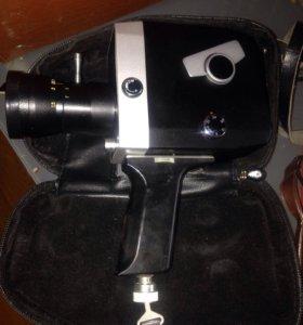 Камера 8 мм, кинопроектор под кинокамеру и тд...