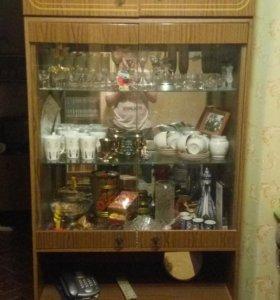 Стеклянный шкаф сервант