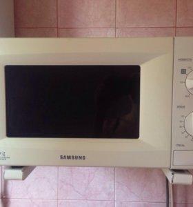 Микроволновая печь! Почти новая!