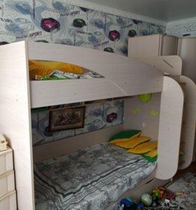 Двухярусная кровать и мебель для детской