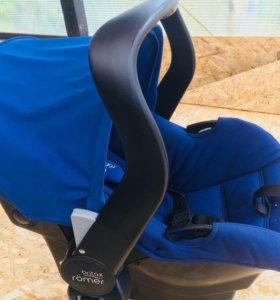 Автобильное кресло Britax Romer Primo