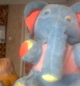Игрушечный слон ! Состояние нормальное !