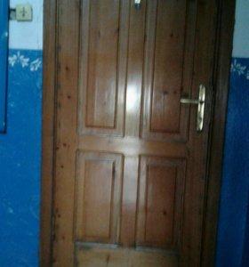 Входные деревянные двойные двери