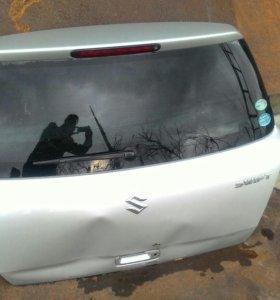 Дверь багажника suzuki swift ZC11S под ремонт