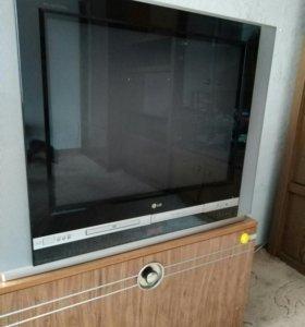 Телевизор со встроенным видео магнитофоном и DVD
