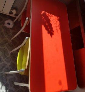Детский стол,2 стула