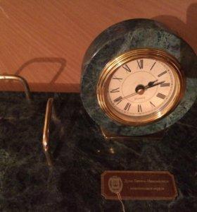 Часы и подставка гранитные