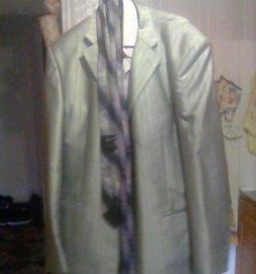 Мужской костюм(одет 1 раз на свадьбу)