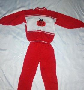 Детские вязаные новые костюмчики