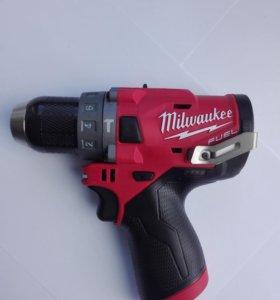 Дрель-шуруповерт Milwaukee 2504-20