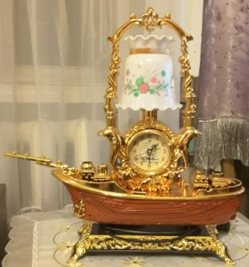 Настольные часы со светильником в виде шхуны
