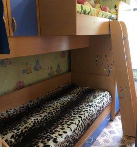 Двухъярусная кровать с шкафами
