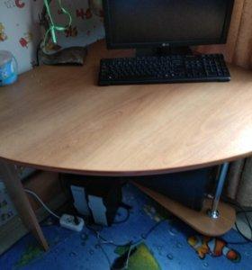 Продам компьтерный стол