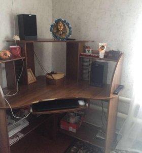 Продаю компьютерный стол в хорошем состоянии.