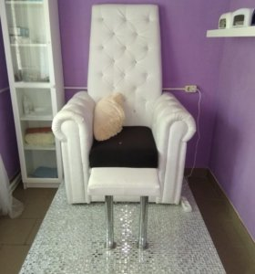Педикюрное кресло -трон.