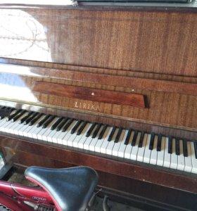 Пианино в дар,самовывоз,с этажа спускать не нужно.