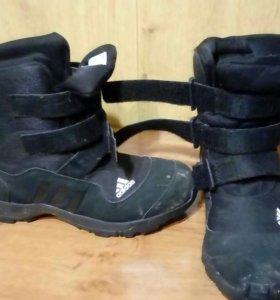 Ботинки, кроссовки, кеды(2 пары),футбольная защита