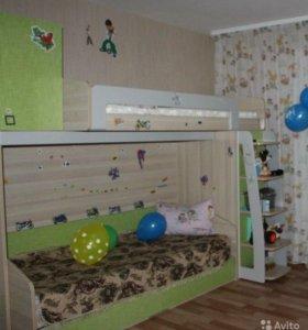 двухъярусная кровать с шифонъером