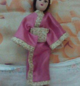 Фарфоровая кукла японка
