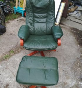 Кресло кожаное с подставкой!