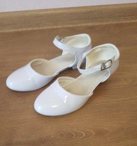 Туфли детские белые. Размер 32.