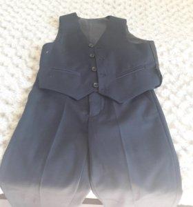 Новый тёмно -синий школьный костюм