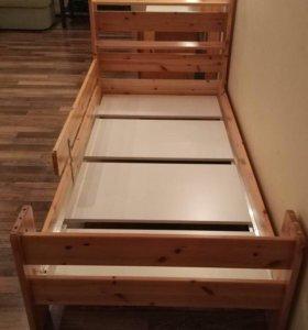 Детская кровать и  стол с тумбой торг уместен