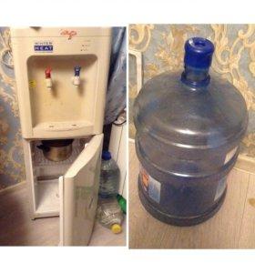 Кулер с холодильником, пять бутылок