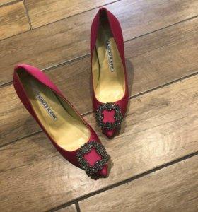 Туфли женские Manolo Blahnik Hangisi