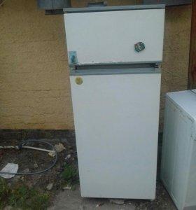 Холодильник  двухкамерныйрабочий
