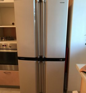 СРОЧНО!!! Продаётся до 17.08 Холодильник sharp
