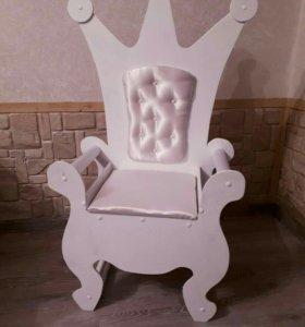 Стульчик-трон