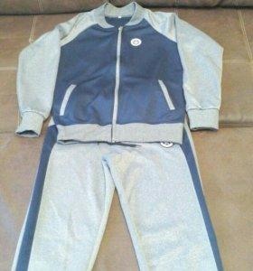 Продам спортивный костюм для девочки