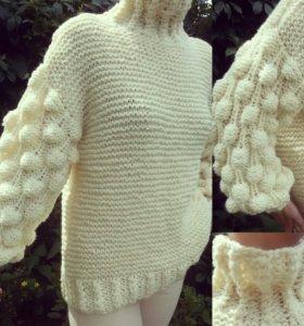 Женский вязаный свитер.